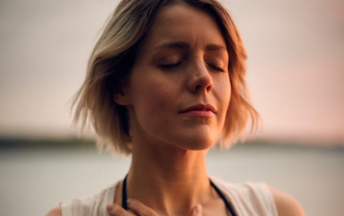 Chica meditando B